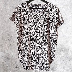 ANN TAYLOR LEOPARD PRINT SHORT SLEEVE TOP MEDIUM